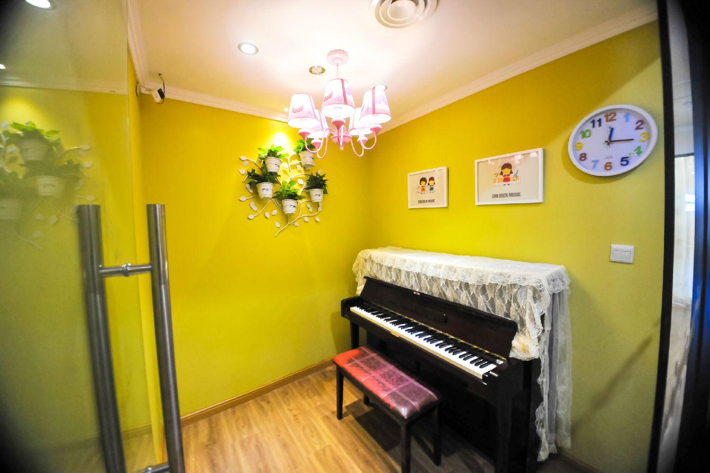 《房间》钢琴简谱版